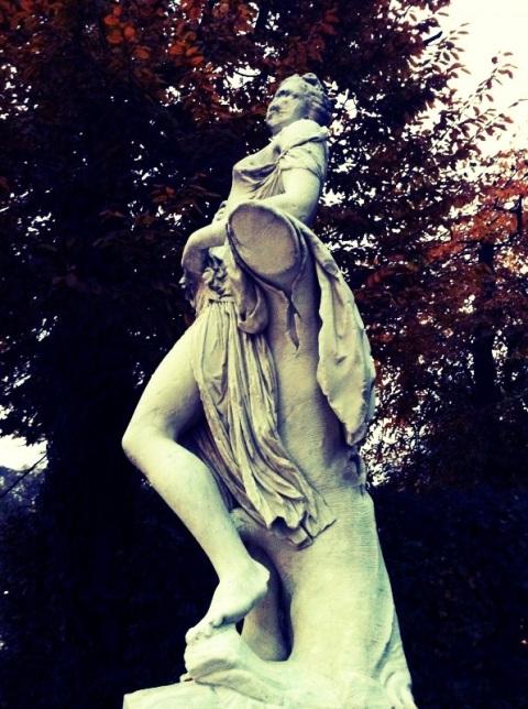 Statua di donna nel Giardino Ducale di Parma